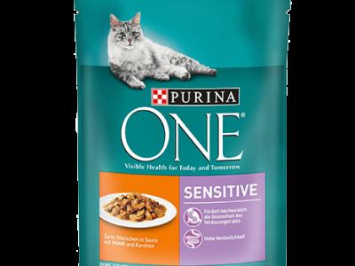 Hrana umeda pentru pisici PurinaOne, Pui si Morcov, Plic 85g